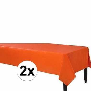 Plastic 2x wegwerp tafelkleed oranje 140 x 240 cm